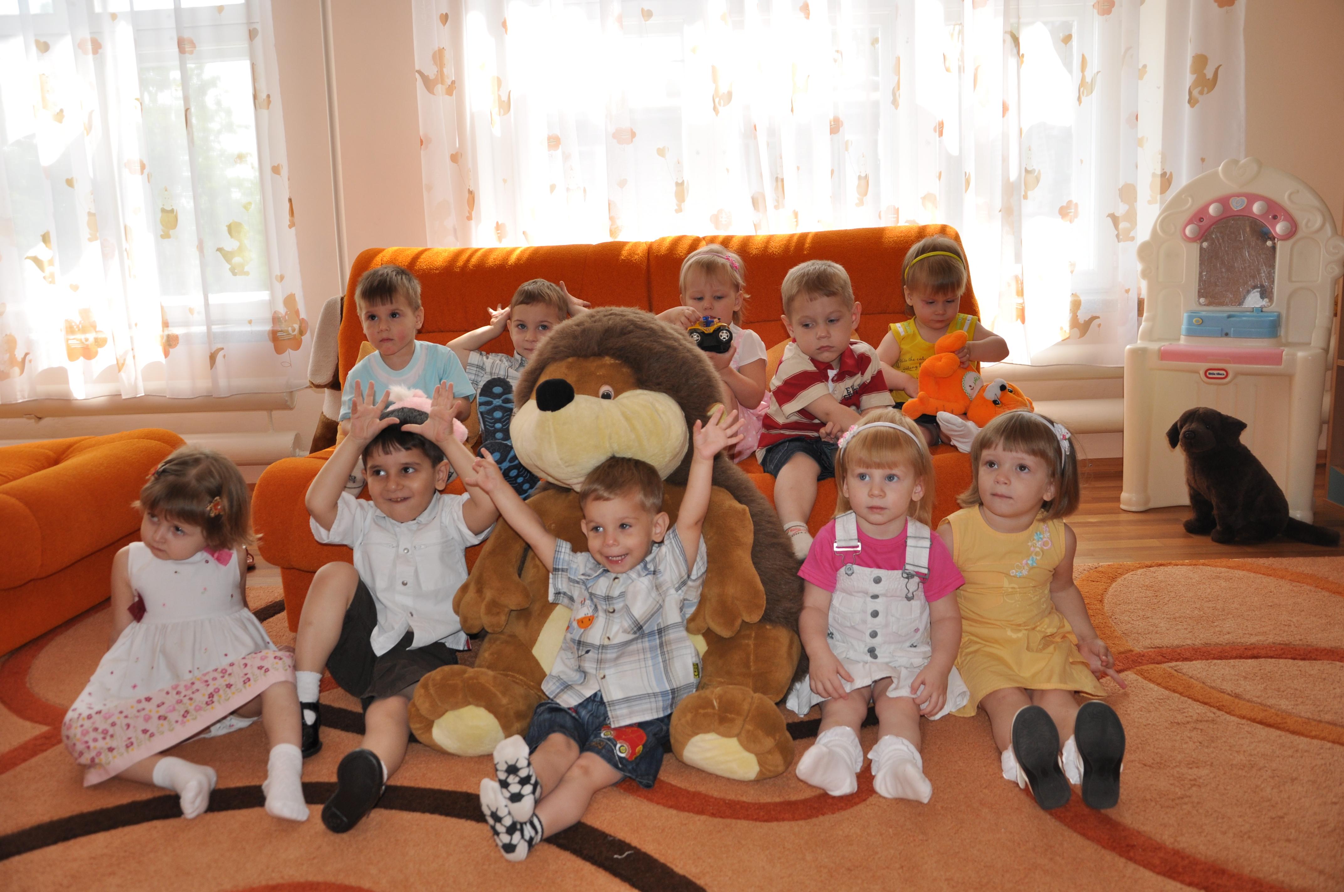 Луганский мясокомбинат поздравил с Днем св. Николая Дом ребенка №2