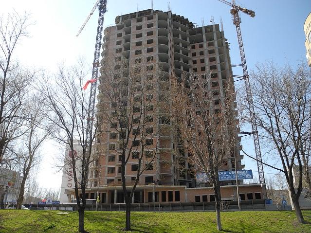 Заканчивается строительство 20 этажа ЖК