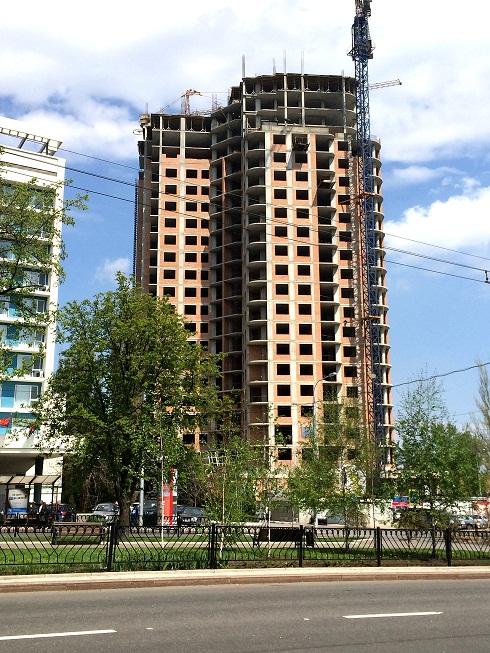 Заканчивается строительство 21-го этажа