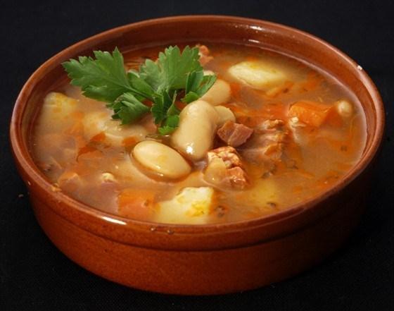 Суп со свиной рулькой и фасолью