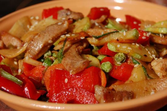 Свинина с овощами по-китайски, в воке