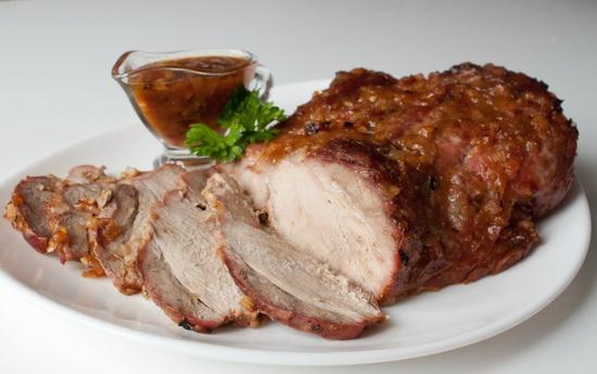 Свиная лопатка в цитрусово-луковом соусе