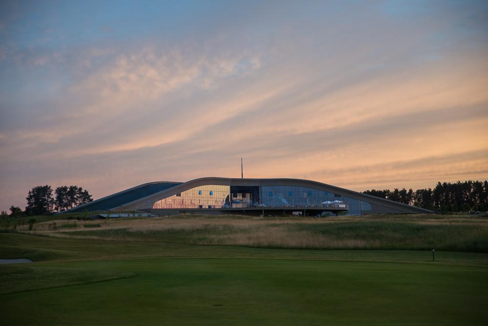 Магия ночного гольфа в «ГольфСтриме»