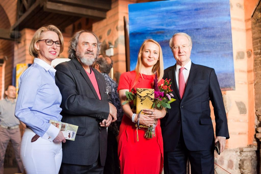 LERA LITVINOVA GALLERY  Леонора Янко и Лера Литвинова открыли первую выставку современного искусства
