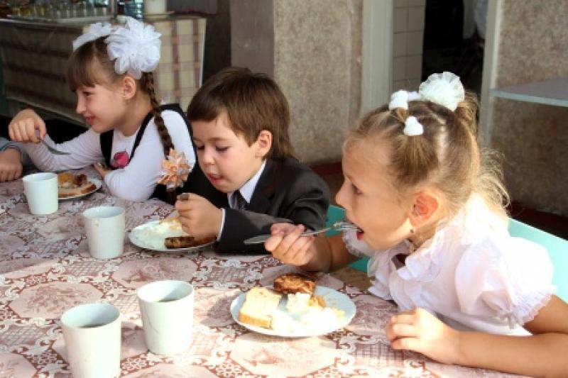 Пушилин поручил установить единую стоимость на питание в школах ДНР
