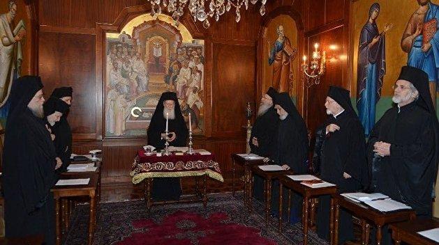 Синод в Константинополе принял скандальные решения по Украине