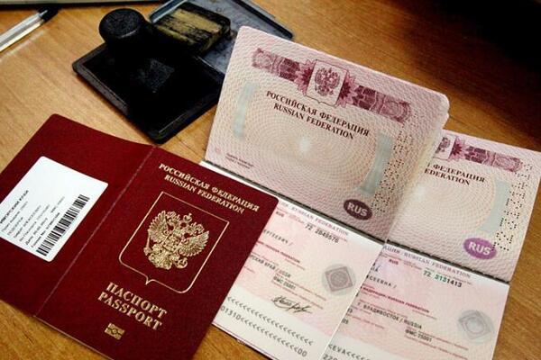 Жители Донбасса о возможной выдаче российских паспортов: