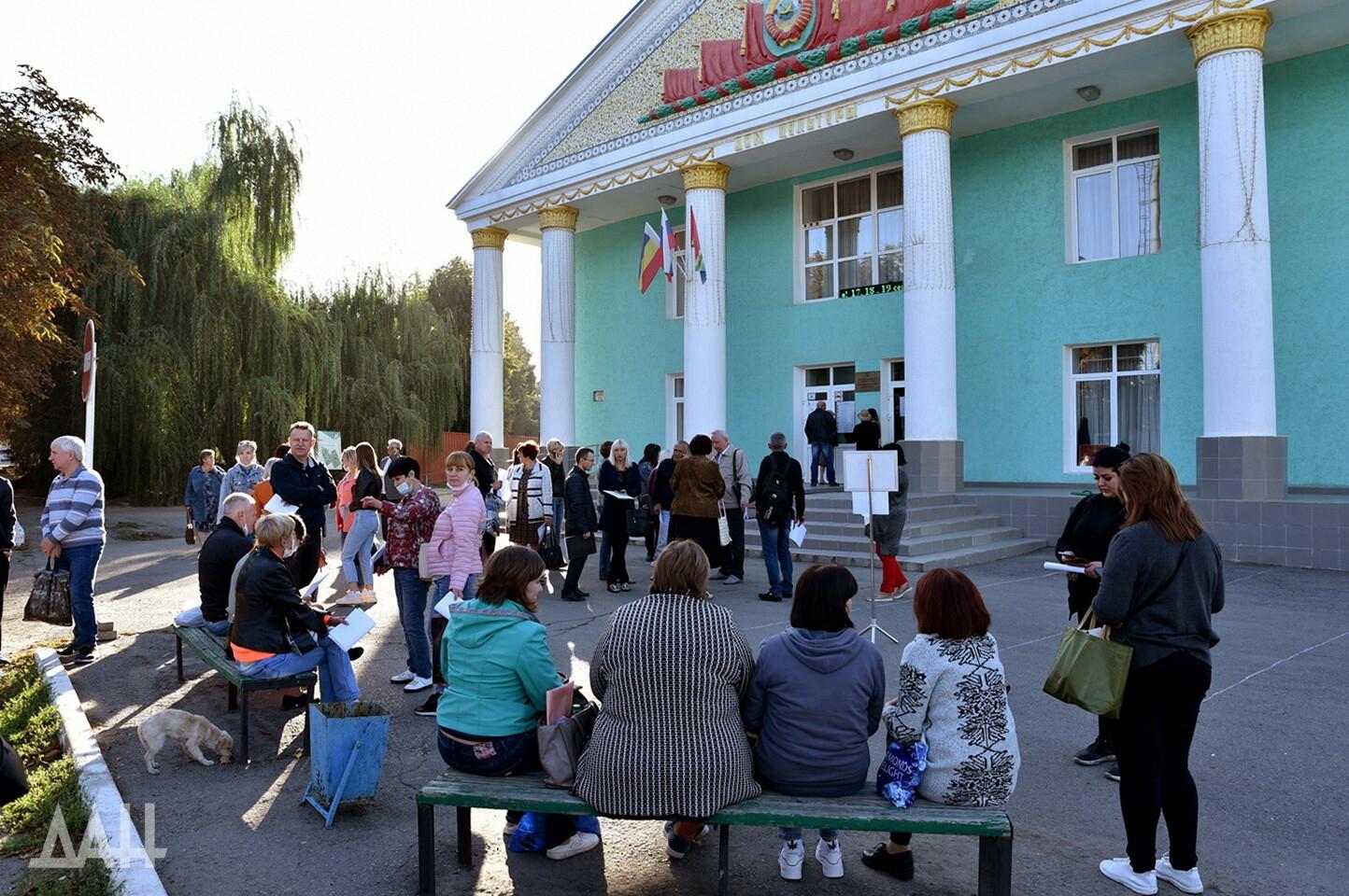 В ДНР организовали 825 автобусных рейсов в Россию для голосования