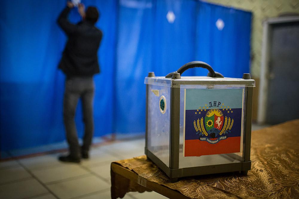 В ЛНР каждому избирателю заплатят по 100 рублей на мобильный счет