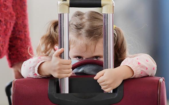 Родителям дали право запрещать вывозить ребенка из России - МВД