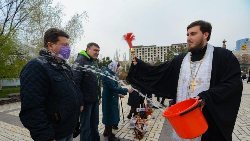 Верующие на пасху пришли в храмы Республики