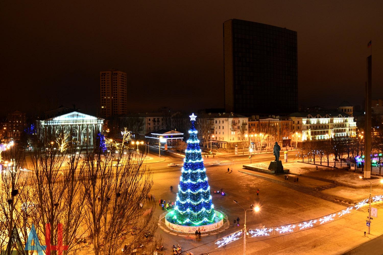 Главную новогоднюю елку ДНР зажгут 25 декабря