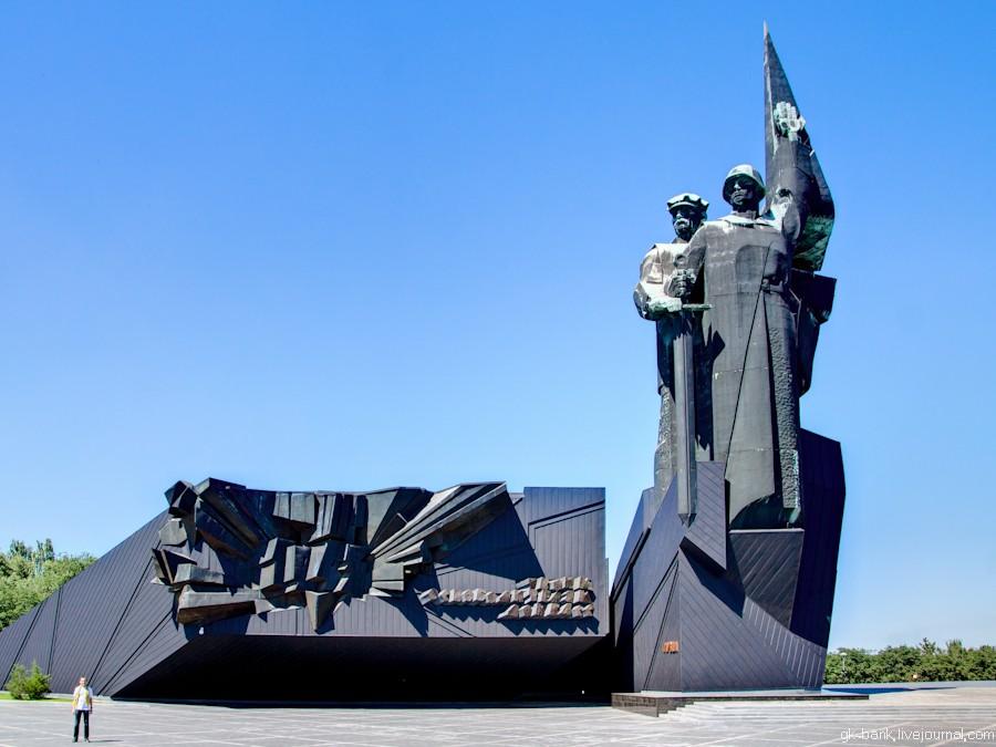 За осквернение памятников военным героям в ДНР грозит до 3 лет тюрьмы