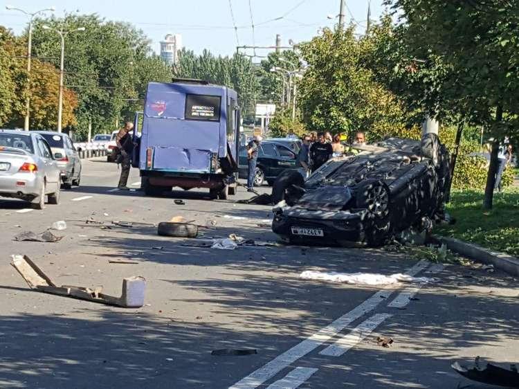 В Донецке в результате кровавой аварии на улице Артема погибли 4 человека, в том числе двое детей. Фото. Видео