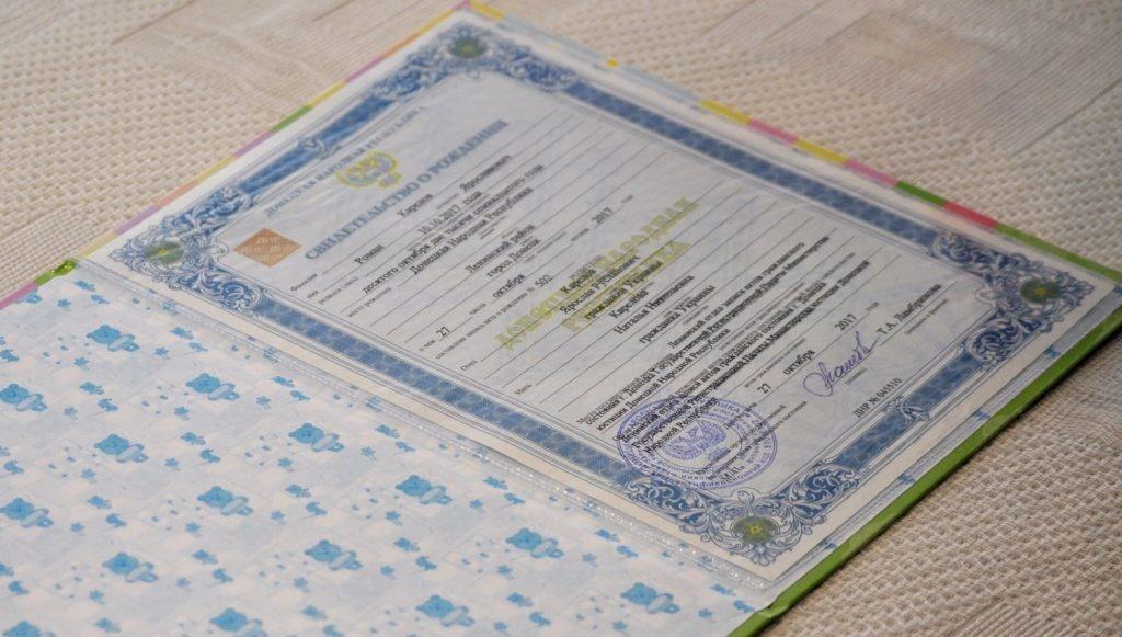 На Украине признали два документа, выданные в ДНР и ЛНР