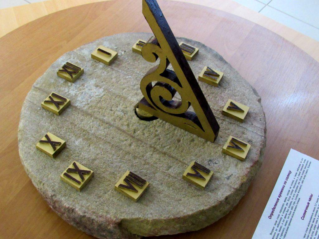 С символикой КГБ и старинный Rolex. В Донецке открылась уникальная выставка часов