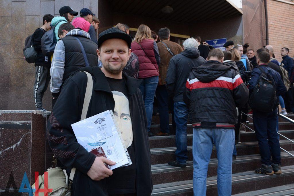 С завтрашнего дня все подразделения Миграционной службы ДНР начнут принимать заявления на паспорта РФ. Адреса