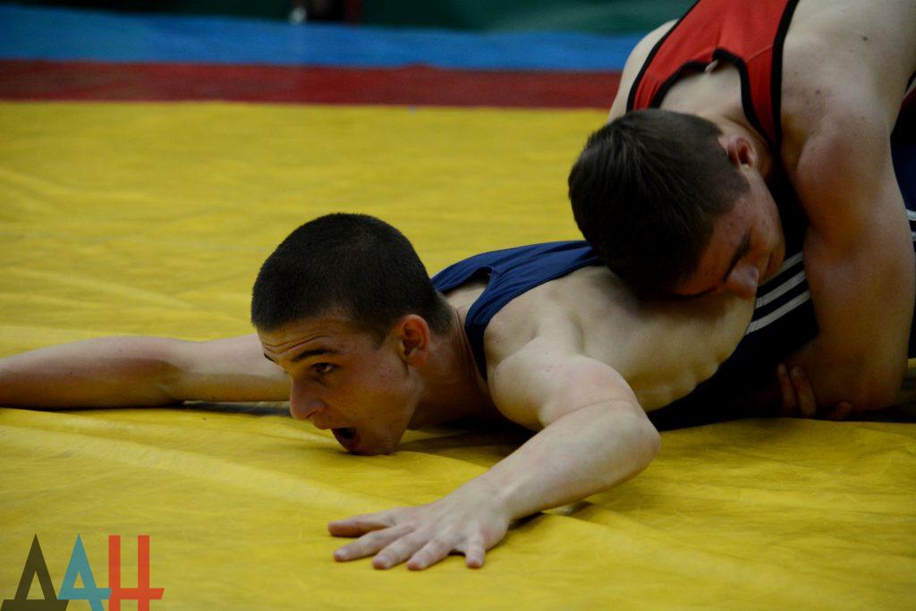 В Донецке прошел престижный турнир по греко-римской борьбе с призовым фондом 800 тыс. рублей
