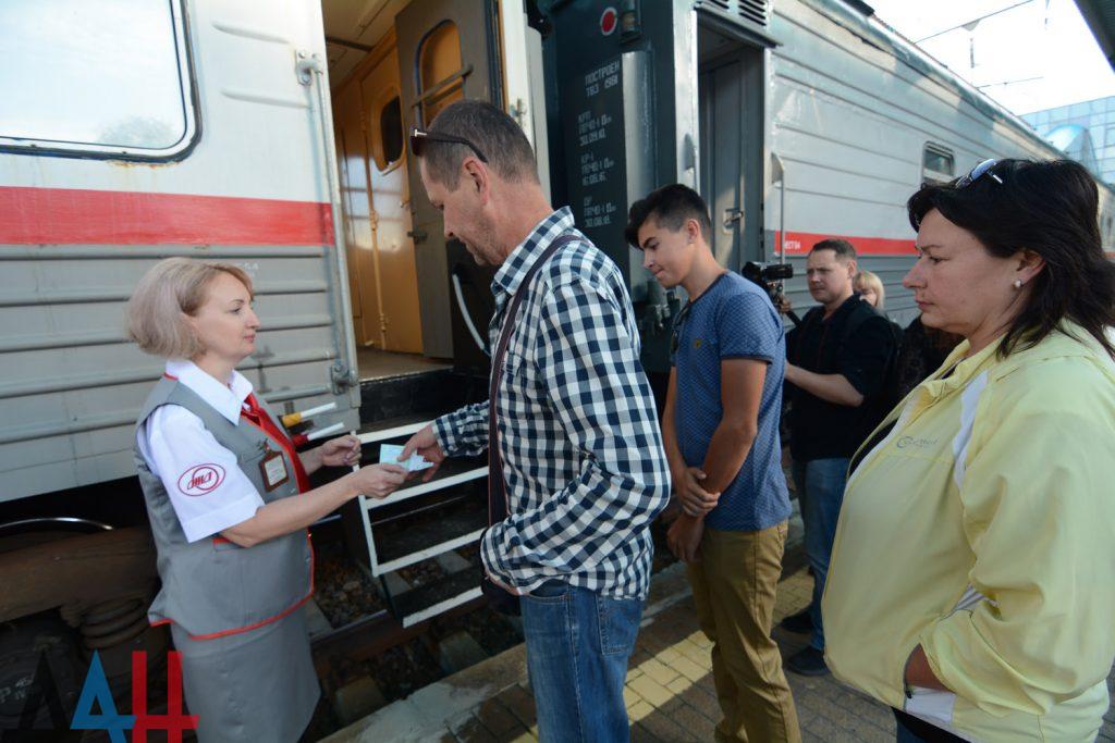 Сегодня из Донецка впервые за пять лет отправился пригородный поезд в Еленовку