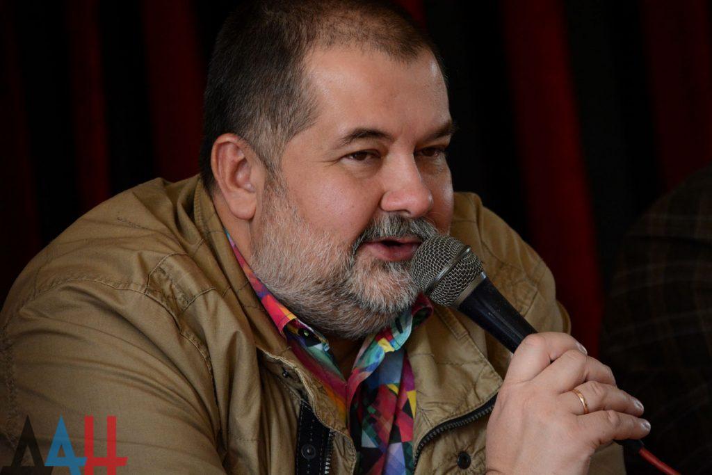 Знаменитый писатель Лукьяненко анонсировал в Донецке выход нового романа с