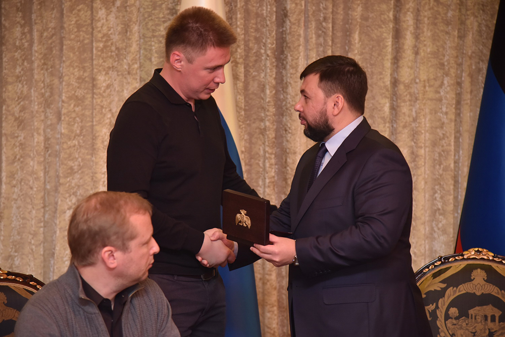 Пушилин посмертно наградил Георгиевскими крестами российских журналистов Волошина, Корнелюка и Кляна