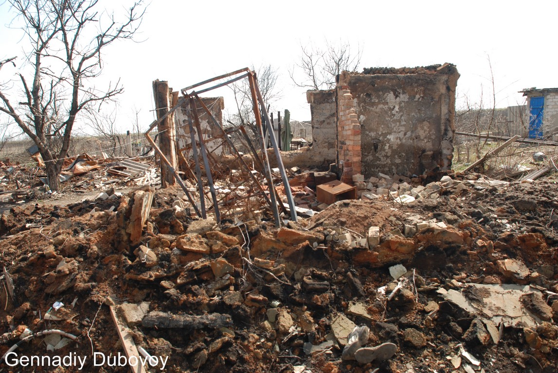 ВСУ 9 раз нарушали режим перемирия на Донбассе, в Еленовке разрушен дом. Видео