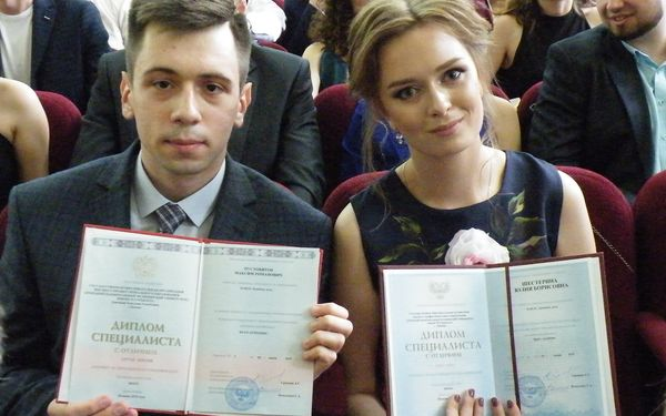 В ДНР первые выпускники Донецкого медуниверситета и ДонНАСА получили дипломы гособразца РФ