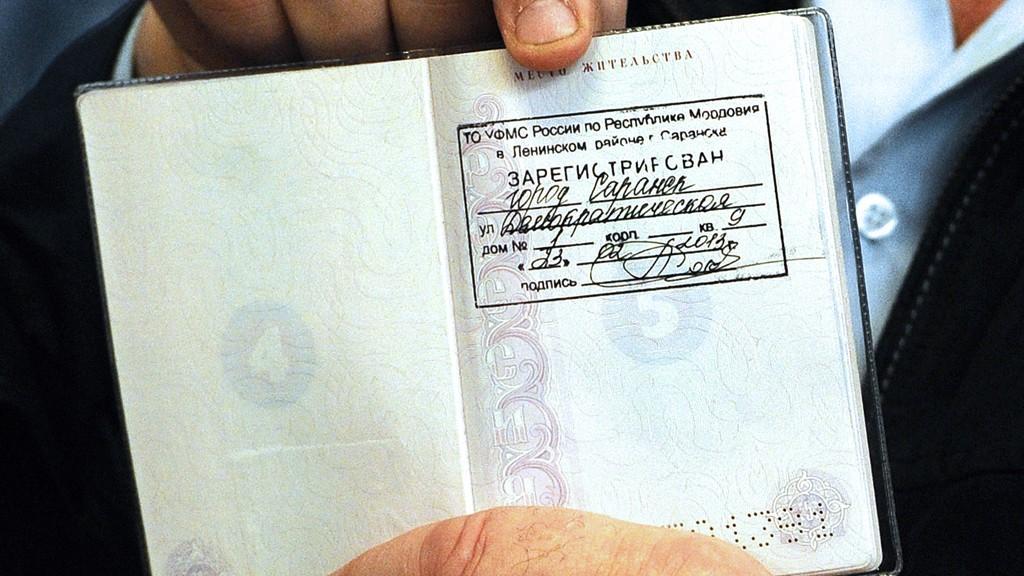 Юристы пояснили, когда и как жителям ДНР нужно оформлять временную регистрацию в России