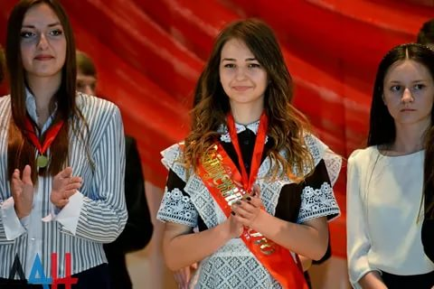 В ДНР насчитали почти 23 000 выпускников