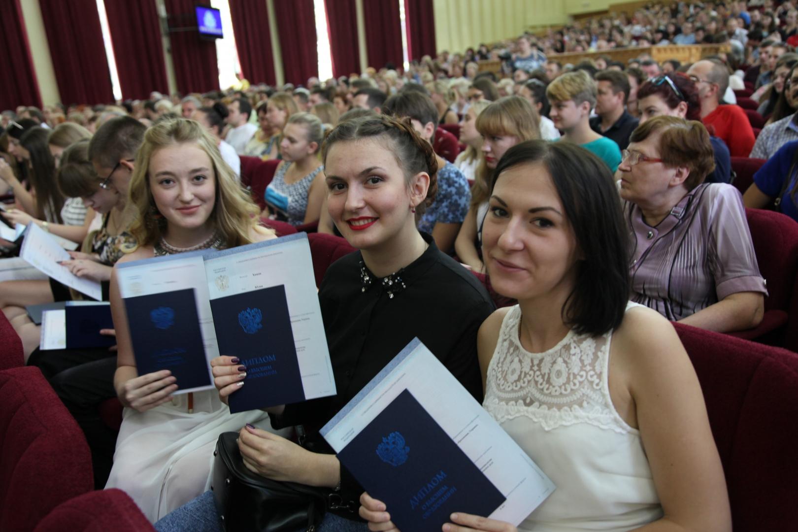 Выпускники вузов ДНР, у которых заключен договор с предприятием, должны отработать на нем 3 года - закон