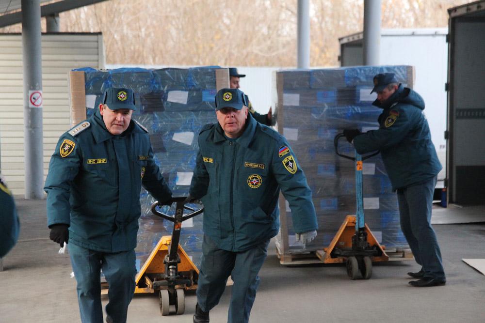 В ДНР из России привезли 344 тонны детских продуктовых наборов - МЧС