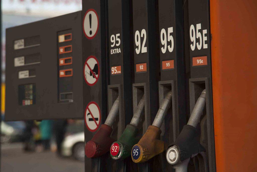 В Республике хотят отменить пошлину на ввоз ГСМ и снизить цены на бензин до российских