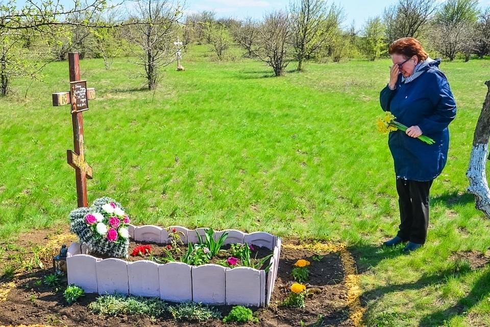 Мать погибшего фотокора Андрея Стенина посетила место гибели сына в ДНР