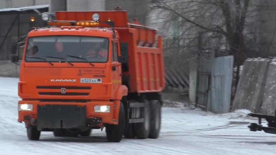 В Донецке перебои с вывозом мусора, власти говорят о снеге и недостатке спецтехники