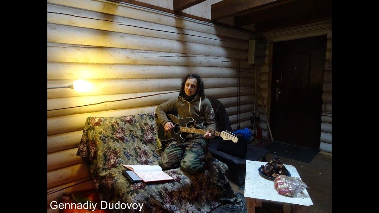 Появилось видео как Юлия Чичерина рубит дрова и поет песню о разведчиках Донбасса