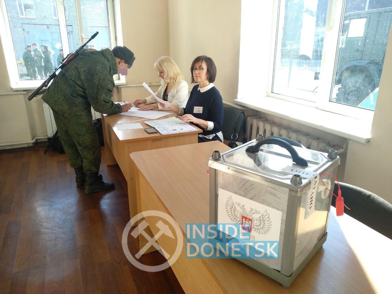 В ДНР начали досрочно голосовать военнослужащие
