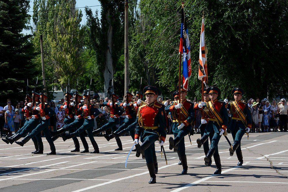 Сегодня получили дипломы первые кадровые офицеры ДНР. Фото
