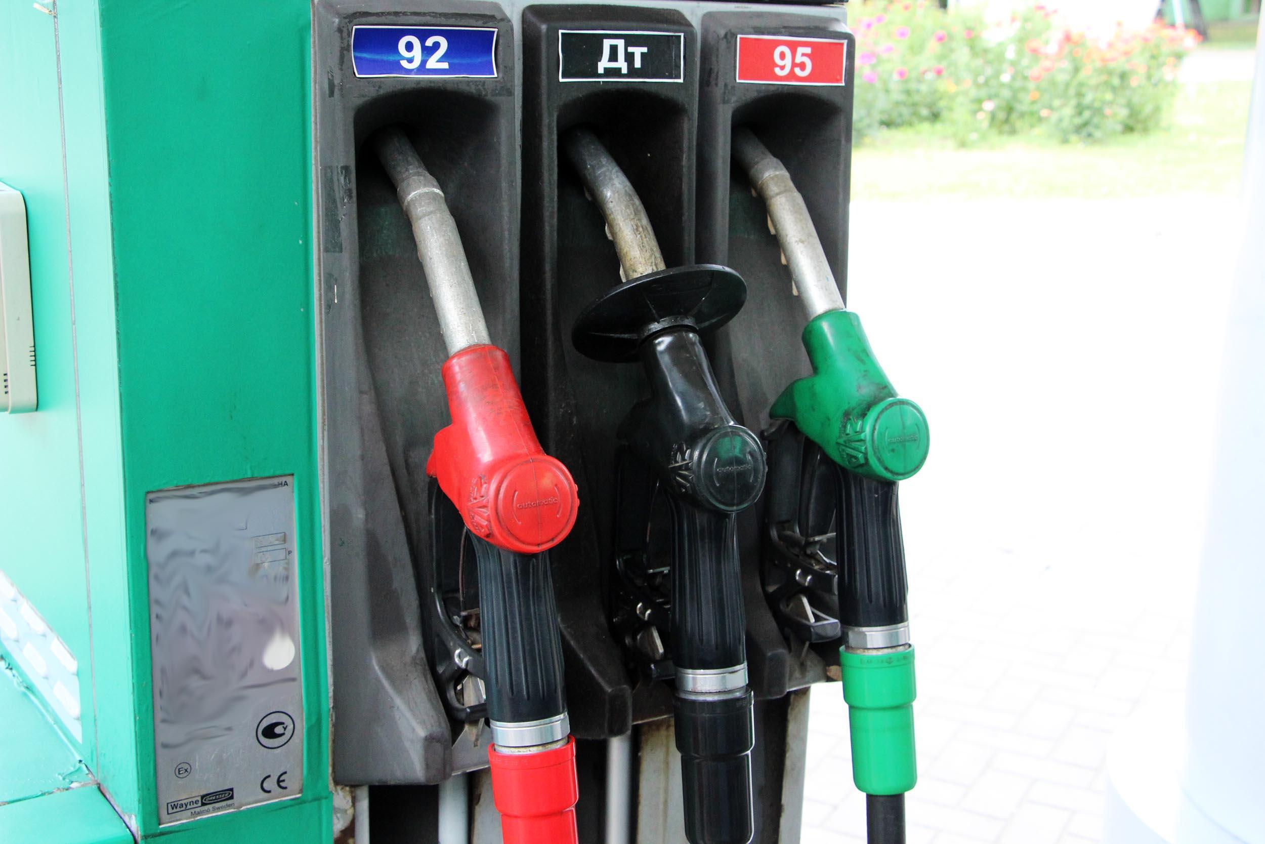 В ДНР на 3-4 рубля снизились цены на бензин