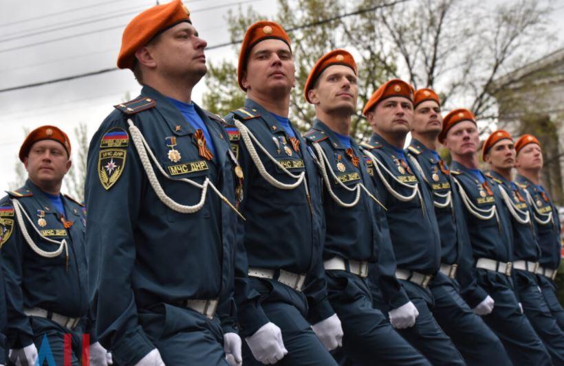 В День Победы в Донецке прошли парад и шествие