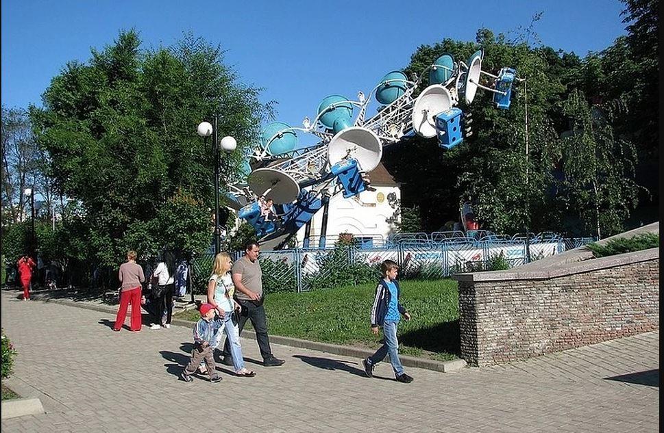 В парке Щербакова открылся сезон аттракционов