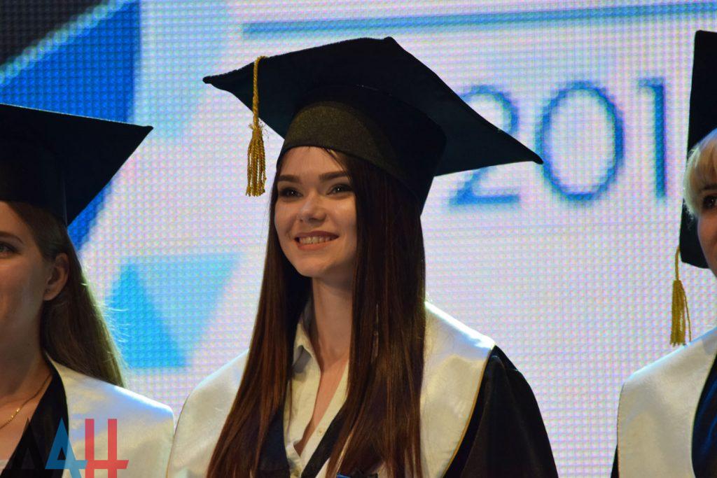 В ДНР предложили выпускникам вузов и техникумов давать