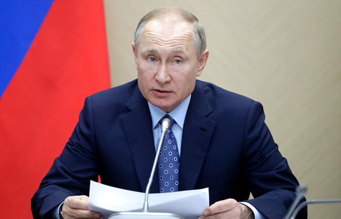 Путин объявил следующую неделю в России нерабочей и отложил голосование по Конституции